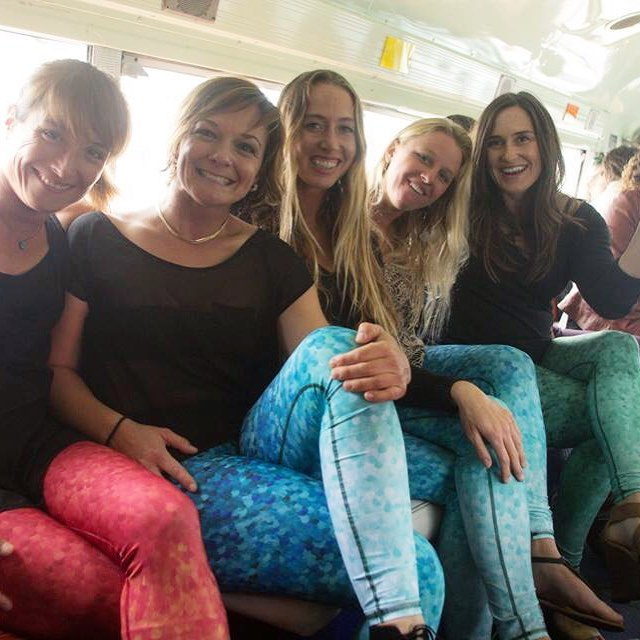 WATERWOMAN CRUSH  @seasachi @biancavalenti  @shannonreporting  @carlywi & @savvyyogi in route to @itaintpretty premiere . . . #partybus #wcw #streetstyle #leggings #waterwoman #womancrushwednesday #sea #street #studio #surfergirl