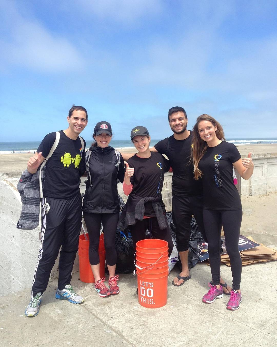 Thanks to the @google team that came out to OB today and collected 300 lbs of trash! #wastefreeOB #googleserve2016 #sfsurfrider #surfriderfoundation #protectandenjoy #obsf