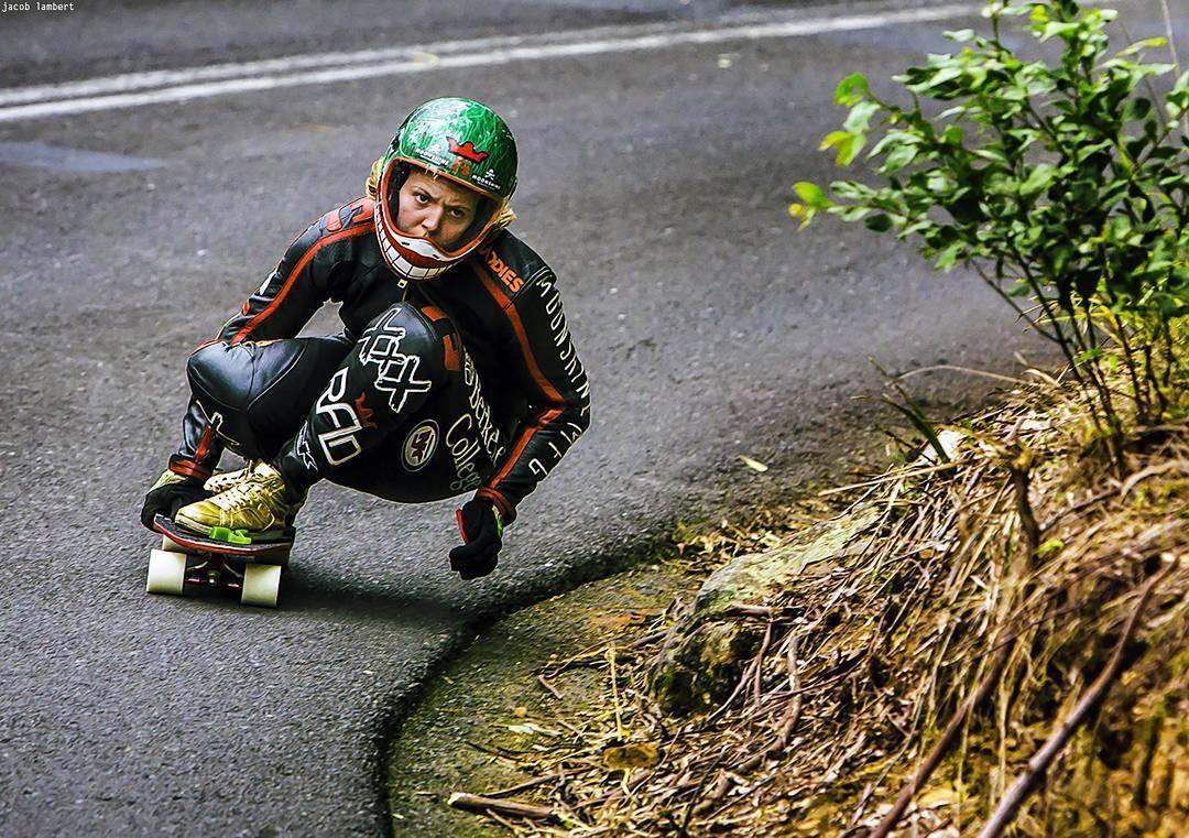 #Repost @jacoblambertphoto ・・・ Emily is the best skateboard racer, full stop. She skates over 100km/h and beats most of the dudes, soon to be all I reckon. @emilylongboards  #longboardgirlscrew #badass #womensupportingwomen #skatelikeagirl #emilypross...