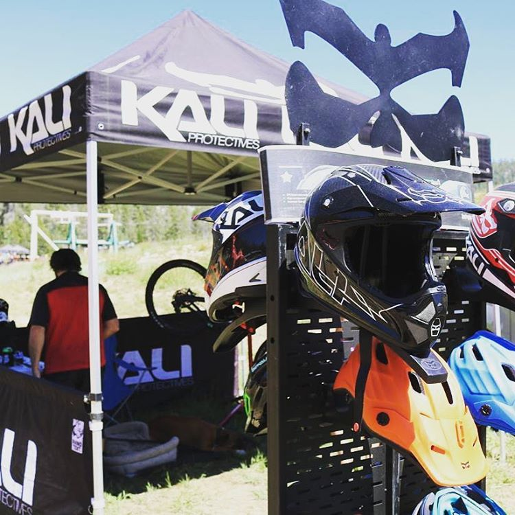 #Repost @ca_enduro ・・・ @kaliprotectives Road Warrior is here at the @vpcomponents EnduroFest. He's got you covered with the safest and lightest helmets on the market! #kaliroadwarrior  #helmetexchange #racersupport #kalihelmets #kaliprotectives...