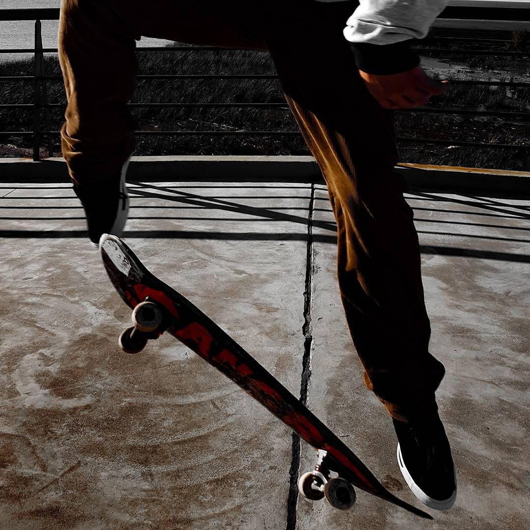 •M a r e a•☇ . . . #sneakers #sneakerholics #sneakerfiles #sneakerfreak #sneakernews #vsco #vscocam #sk8 #skateboarding #mensfashion #menswear #instacool #instagood #instadaily #lifestyle #streetstyle #picoftheday
