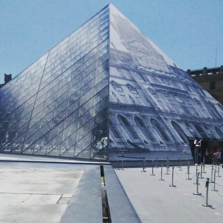 "The art of creating ""Pyramid  dessapearance""  by @jr"