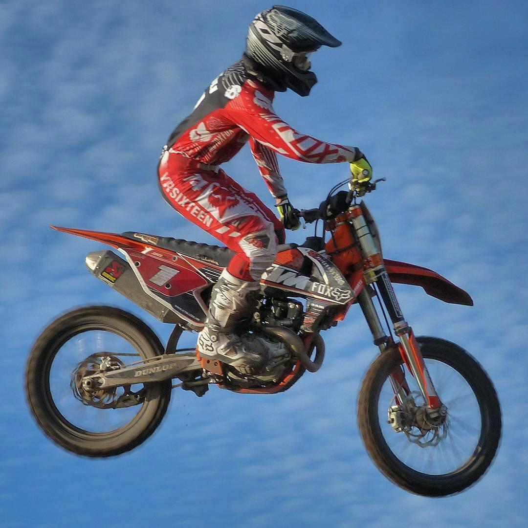 @sergiomx125 -  @joaquinpoli199 surcando el cielo en Trenque Lauquen