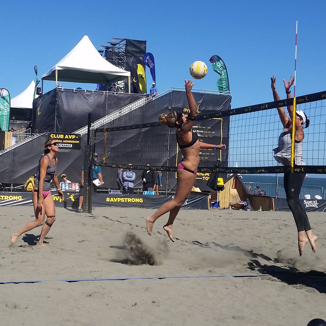 Whitney getting above the net this past Friday at the AVP event in SF! #avpstrong #beachvolleyball #teamgraniterocx #sf #getoutside #outdoorsrocx