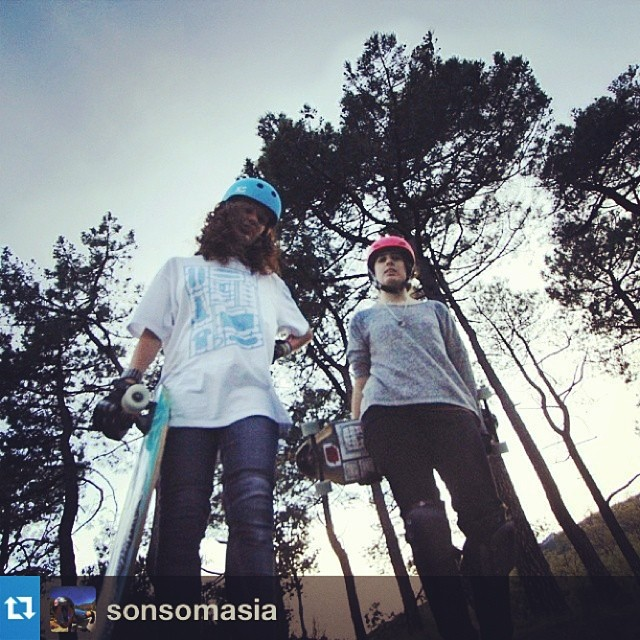 Don't mess with these ladies! @sonsomasia and @cristinaverdu #xshelmets Classic Skate and Freeride helmets #skatebikeboardski #skate #bff #Spain