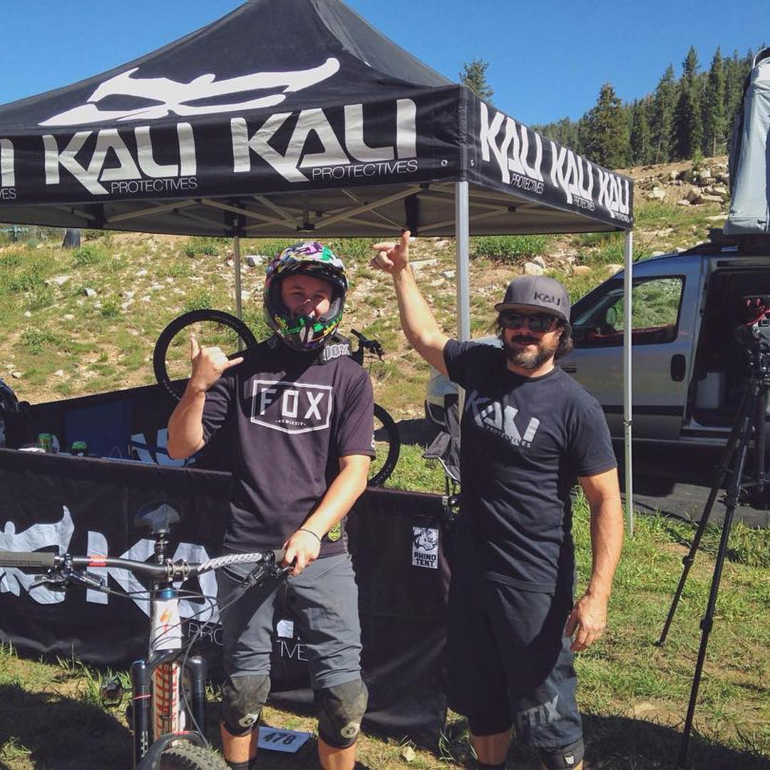 Kali's Road Warrior @cedrocosta is at it again for Series 4 of @ca_enduro. Glad we could get your cranium in a Kali lid @kai.jeff . Share your Racer Support photos with us by tagging #kaliroadwarrior || #kaliforlife #ces #racersupport