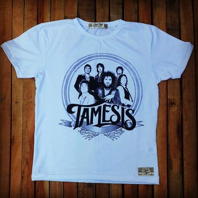No te pierdas esta oportunidad y hace tuya esta remera de Tamesis. Ingresa a la web de Stay True y conseguila.