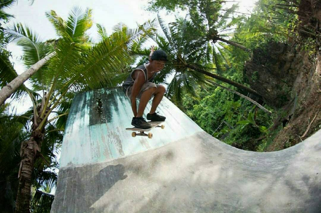 Young gun @pantoygn skating the island park in Siargoa