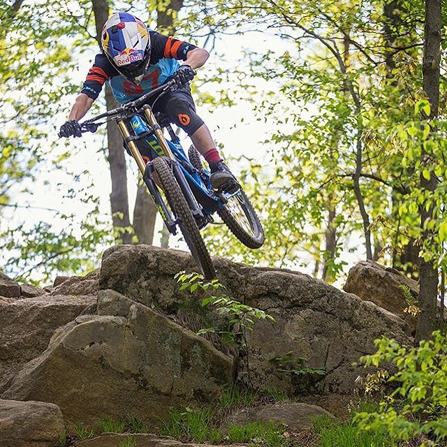 #Repost from @mountaincreekbikepark @aaronchase rock hopping in our Evo Knee pads