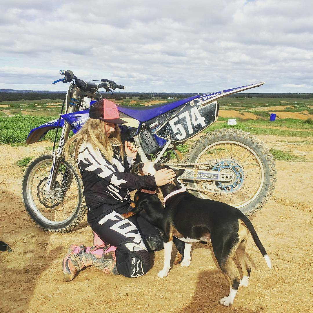 @tmacca574 -  My everything❤️ @robpascoe587 #motodog #sausagedog #motocross #bullterrier #motocrosslife #mx #dogsofmotocross #yamaha #twostroke #bikelife #family #furkid #love #foxhead #foxheadargentina