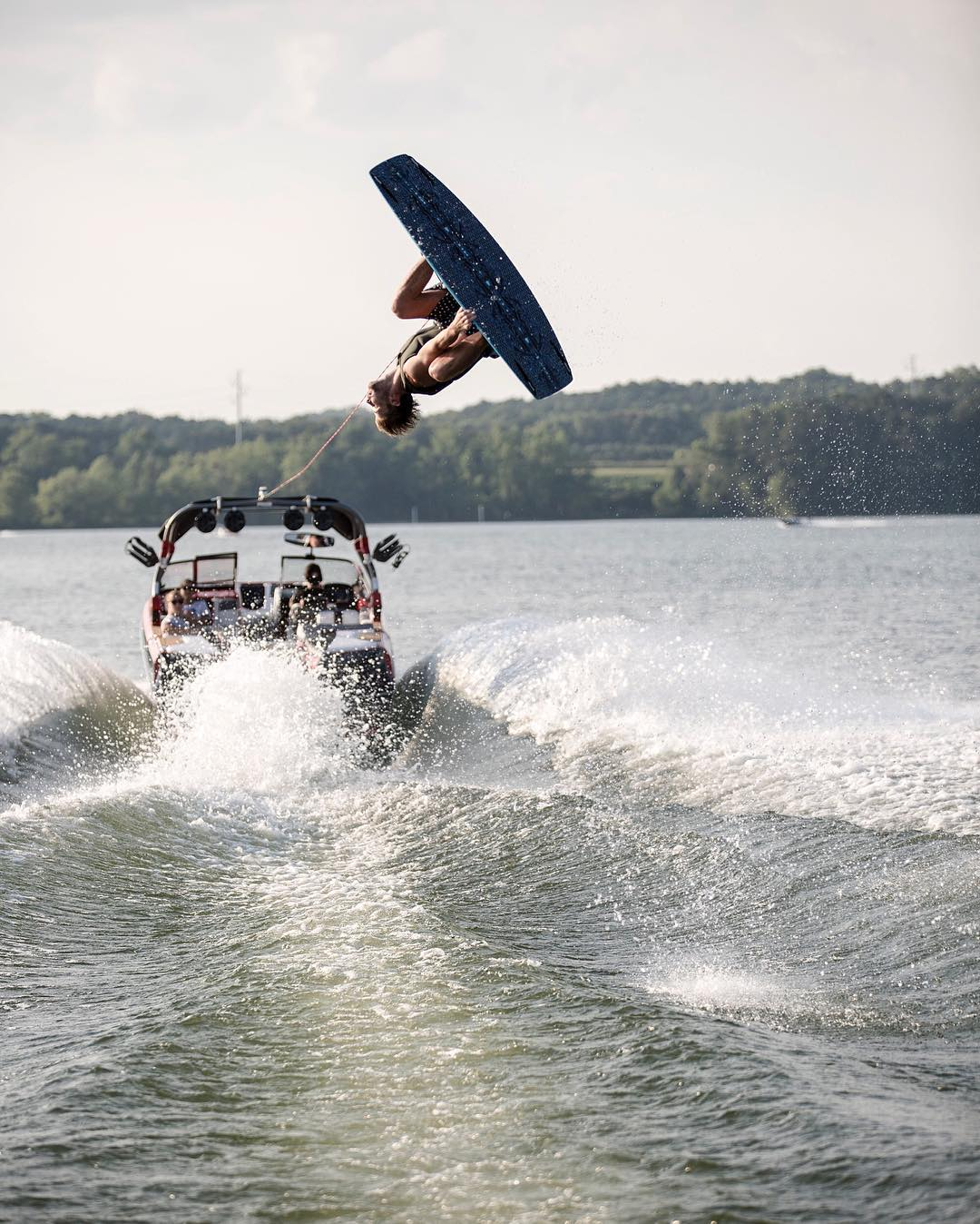 Take a boat set with our boiii @jleeboi behind the @buywake G21.