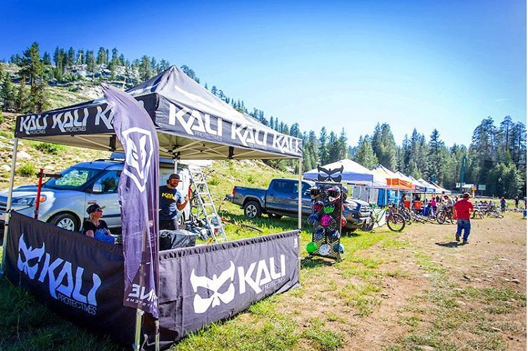 First round of @ca_enduro Series Golden Tour was a blast! Kali's Road Warrior was there to swap busted helmets to get riders protected, and back on the trails. Link to the full article in bio. #ces #kaliroadwarrior #racersupport