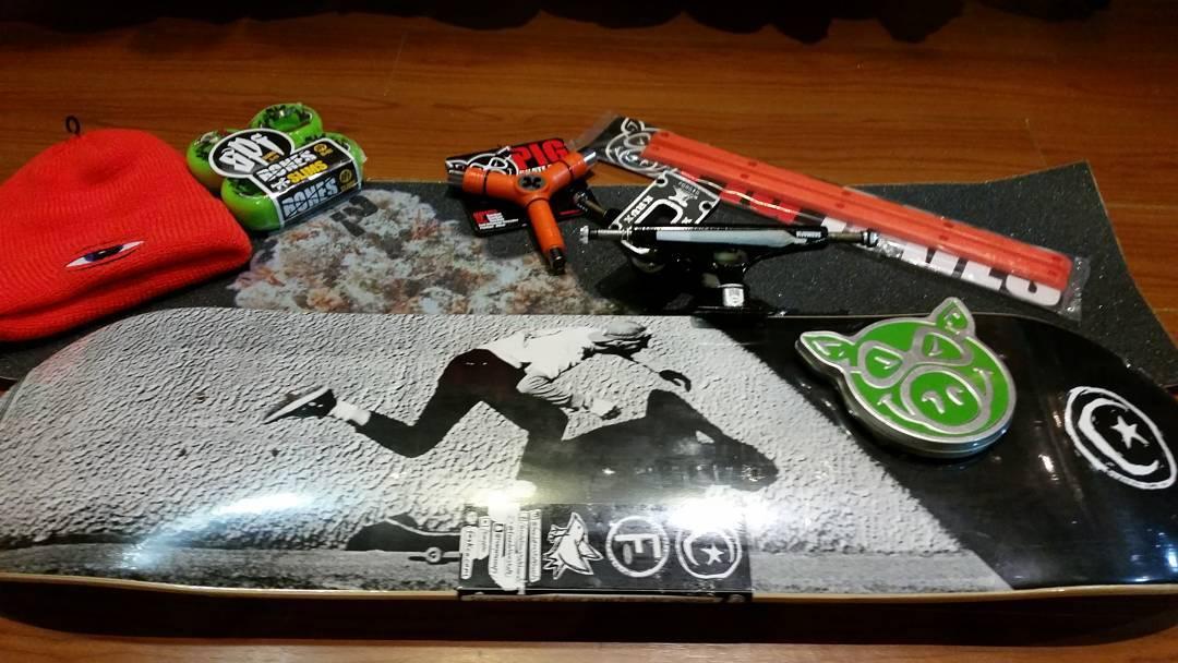 Chiches nuevos #paradoxgrip #todswank #foundationskateboards #boneswheels #pigbearings #skateboarding