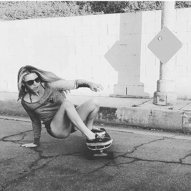 Haarrrrmosoo! Dentro de poco vienen los #skate BANGA! Gran foto de @shakapeople #longboard #sk8 #streetstyle #surf #bodyboarding #skategirl #sports #lifestyle #comingsoon