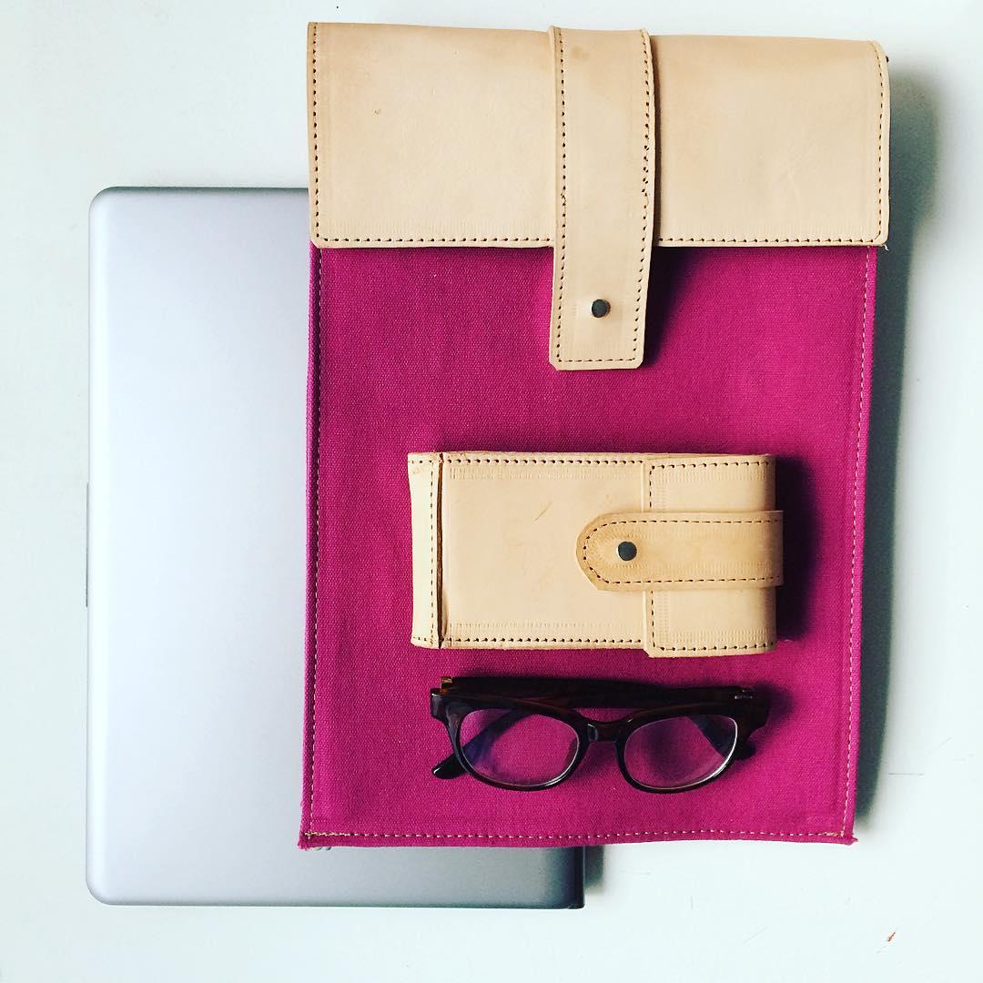 """Y un día llegaron las #portanotebook 13"""" #industriaargentina #cuerocrudo #Pitimini #leather #trabajojusto #hechosmano #techno #notebook"""