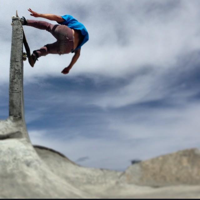 @DanielFissmer rockin' it fakir on some big vert at #TheVolcomBrothers Skatepark. #hollywood #mammoth #loadedboards #protohype #askyourmomtobuyyouoneforgoodgrades