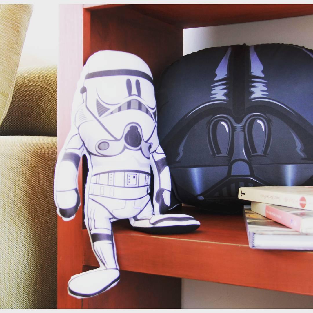 Algunos ya empezaron a relajarse para empezar el finde!! #stormtrooper #darthvader #starwars #regalos #relax #buenfinde