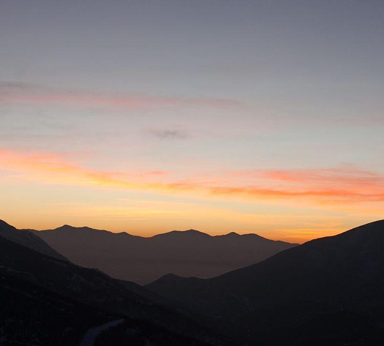 That Utah summer haze sunset #summer #utah #parkcity #sunset #pladra