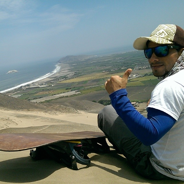 A new swell is hitting the coast of Peru which will light up Lobitos. This is what it looks like from the Huamanchacate dune in #Coishco. Pro Peruvian sandboarder #Dito likes what he sees...