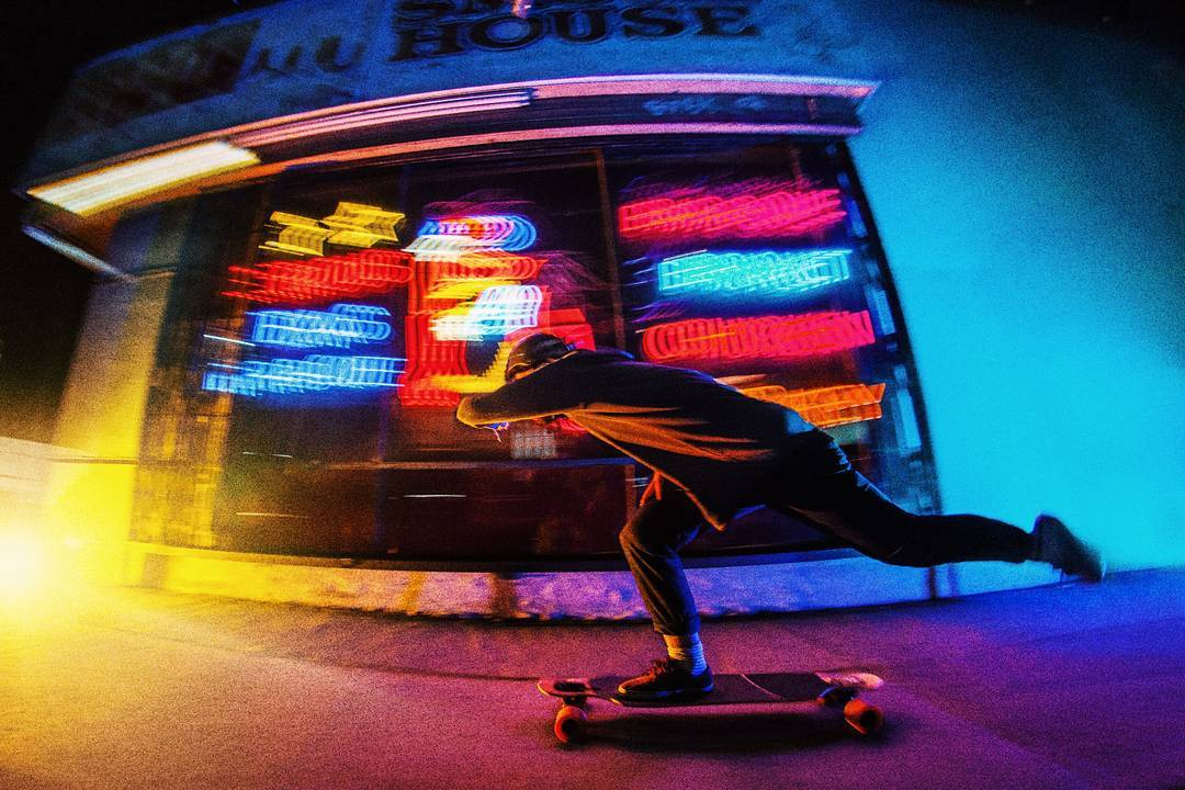 Alberto @Perropro Alepuz, cinematographer extraordinaire and warp-speed sidewalk surfer blurring out the lights on his go-to city commuter, the Loaded Icarus.  Learn more about the new Icarus by following the link in our bio! Available worldwide and...