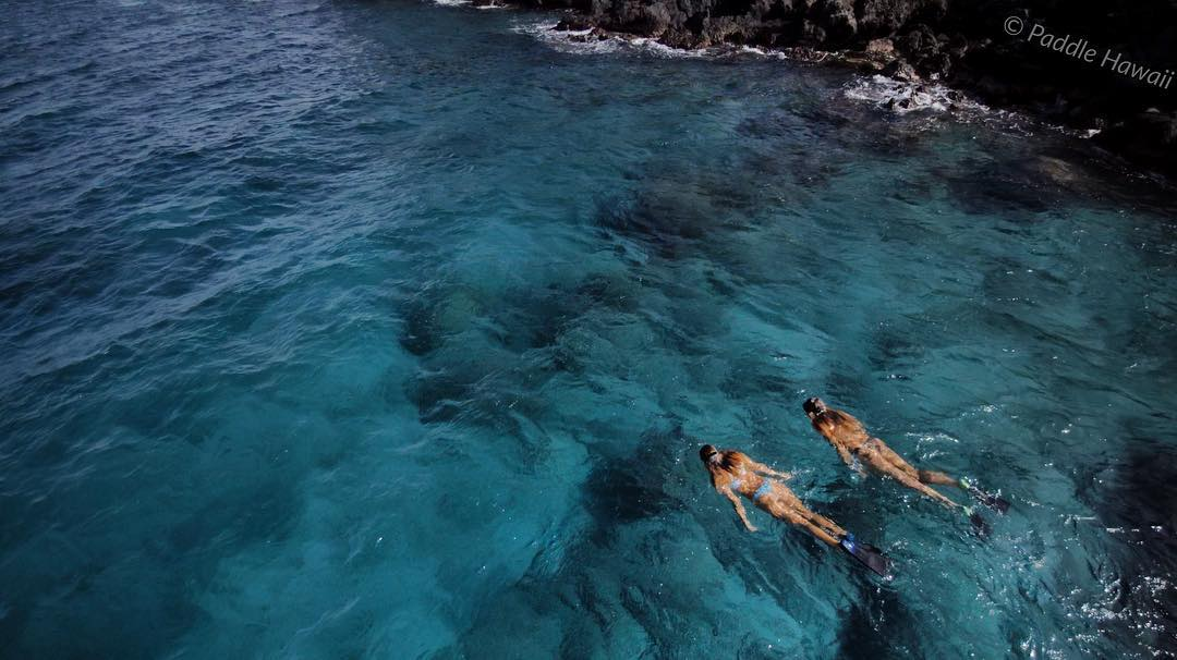 Lots of wind and no swell makes for a good time to sight see. #snorkeling #odinasurf #itakebioastin #yuneec #fromwhereidrone #rareform #navitasnaturals #kaenon #livethetikilife #starboardsup #maunakeabeachclub