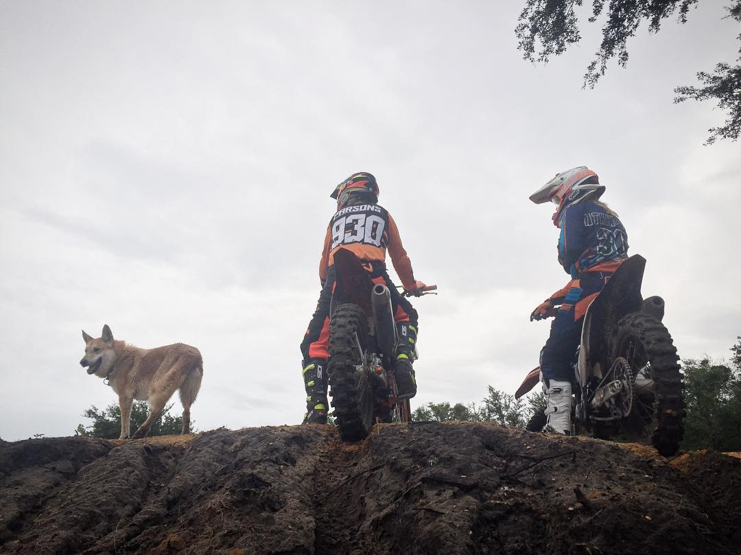 Dirtbikes and wolves! @tomparsons930 @whatthefett @kawikablowie @aticlothing @svgebrand