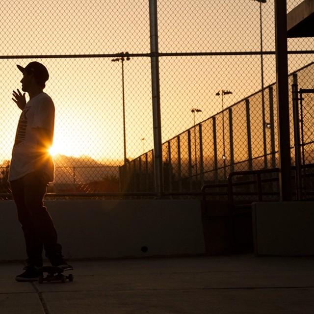 Nada melhor do que curtir o domingão entre amigos. Fim de session, missão cumprida, Samuel Jimmy e Kelvin Hoefler! #qix #qixteam #skateboardminhavida