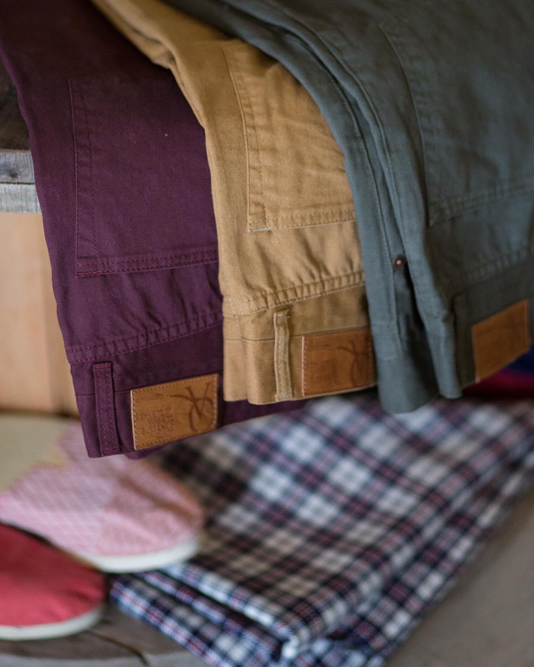 #pantalones 5 bolsillos: son todo lo que es #clásico, #funcional y de #moda. Y además vienen en 3 colores
