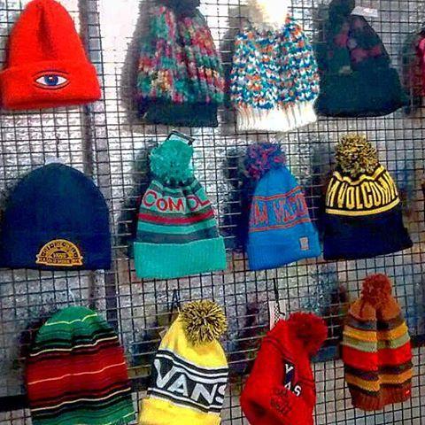 algunos de los gorros de lana importados que tenemos en #avstafe4096 #beanies #gorrosdelana