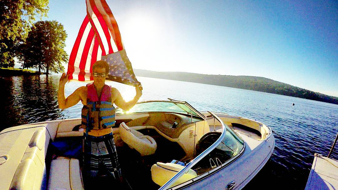 Happy 4th!  #july4th #america #4thofjuly #summer #lake #wakeboard #waterski #boat #friends #usa #independenceday #relax #lakeweekend #weekend #wakesurf #grassracks #Maholla