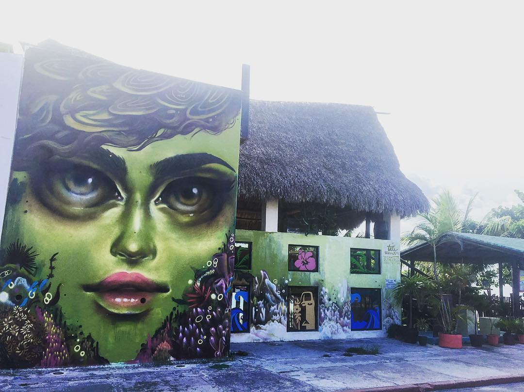 Always nice to see a familiar face when we are in new places... Cozumel #mexico • • @tatunga for @seawalls_ ❤️ all the murals and will be posting more! Hope you are doing well! • • Photo by @watchyourmouf • • #mural #streetart #art #spratx #travel...
