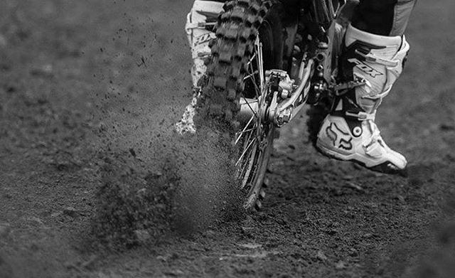 @joaquinpoli199 campeón argentino de la categoría MX1, corre con Botas Fox Instinct.  Conseguílas en los puntos de venta autorizados Fox y en la web oficial www.foxhead.com.ar  PH: @nico_jimenez_fotos  #motocross #Fox #FoxRacing #FoxHead #Instinct #MX