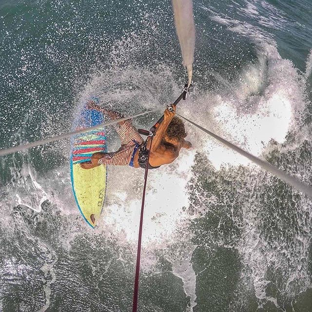 #Flowfold ambassador @andrephillip blasting through the lip with the help of warm winds and a kite.