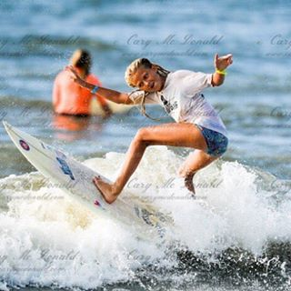 @tybeeanna having a blast!!! #luvsurf #funinthesun #surfergirl #shredder