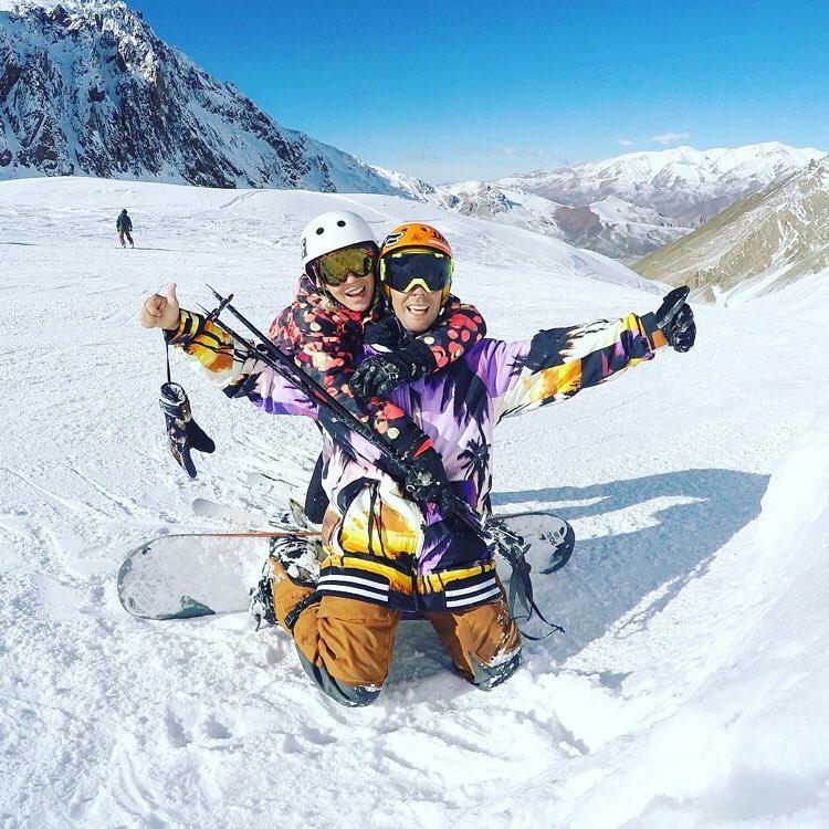 Trabajar en lo que te gusta y te divierte, es tan propio de @matibruland y @noeliamarzolok  Iluminados!  #snow #snowboarding #neff #neffheadwear #neffargentina #foreverfun