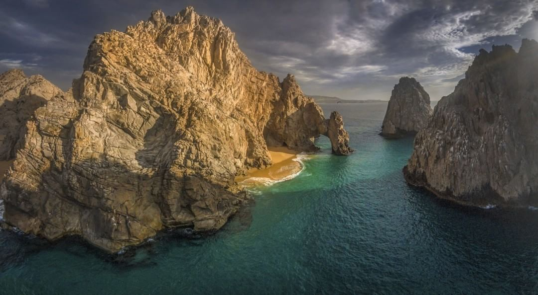 Land's End #CaboSanLucas #ElArco Credit: Romeo Durscher (@VisualAerials)