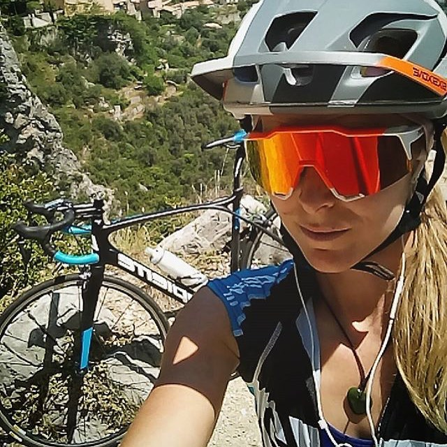 Suns out selfie for @rae_morrison Keeping it #mtb when in roadie training mode on the French Riviera..! Best of luck for the upcoming @world_enduro Rae....You're gonna crush it! #661Protection #SixSixOne #ProtectFun #EvoAM