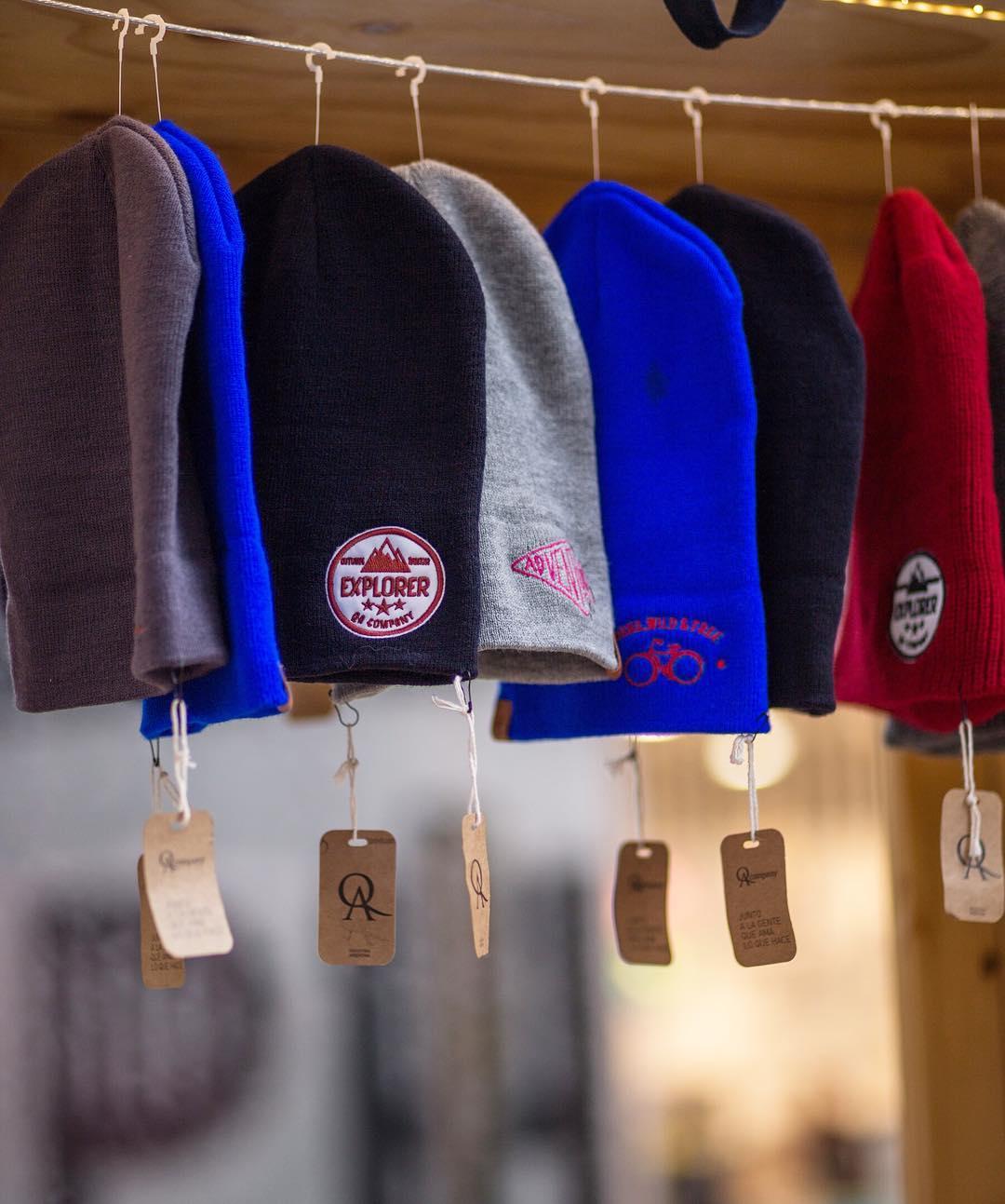 ¿Sabías que nos podés encontrar en 4 #shoppings de Buenos Aires? ¡¡Adiviná en cuáles estamos y participás del sorteo por un gorrito de lana!! El que vos prefieras