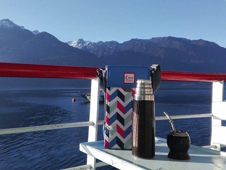 Mateando en el ferry mientras vamos de Puerto montt a Futaleufú, Chille ⛴☀