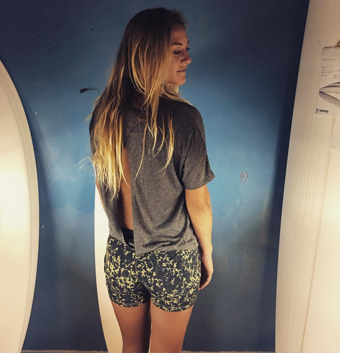 The Grunge Boardshorts and Serenity top really get the job done for Andrea in Cordell's shaping room. #bbr #bbrsurf #bbrsurfwear #buccaneerboardriders #andreaartukovich #teamrider #grunge #boardshorts #serenity #aftersurf #collection #cordellsurfboards