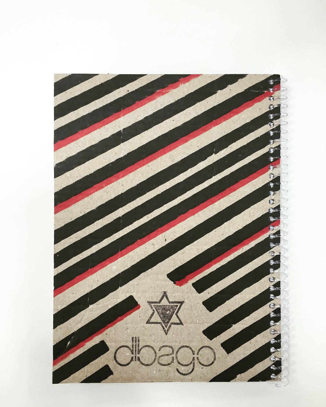 Nuevos cuadernos #dibago . 100% reciclados. Próximamente... Consegui el tuyo! #notebook #handmade