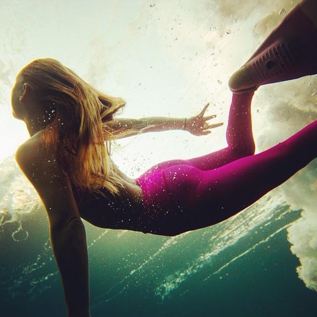 perfectly pink • @alisonsadventures @teekigram #sarahleephoto #underthesea
