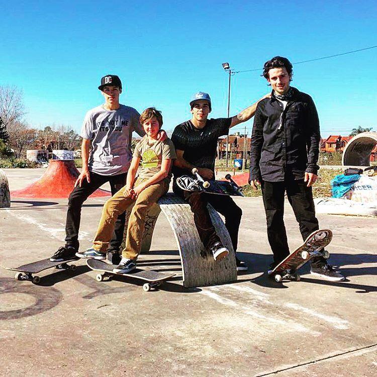 Orgullos de nuestro #skateteam #meetthem @santirezza @bautistagaggero @sandromoral @santiagorossi #reallifehappening #TTT