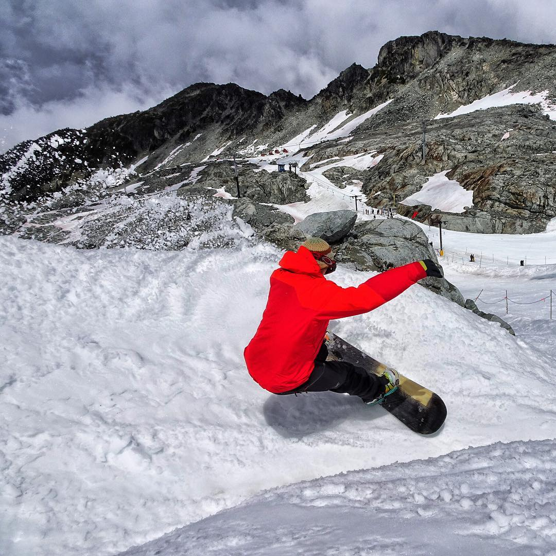 @spline_snowboards shaper Justin Lamereux testing out one of his new boards at @campofchampions. The slash button seems to work. #avalon7  #liveactivated  #snowboarding #campofchampions  www.a-7.co