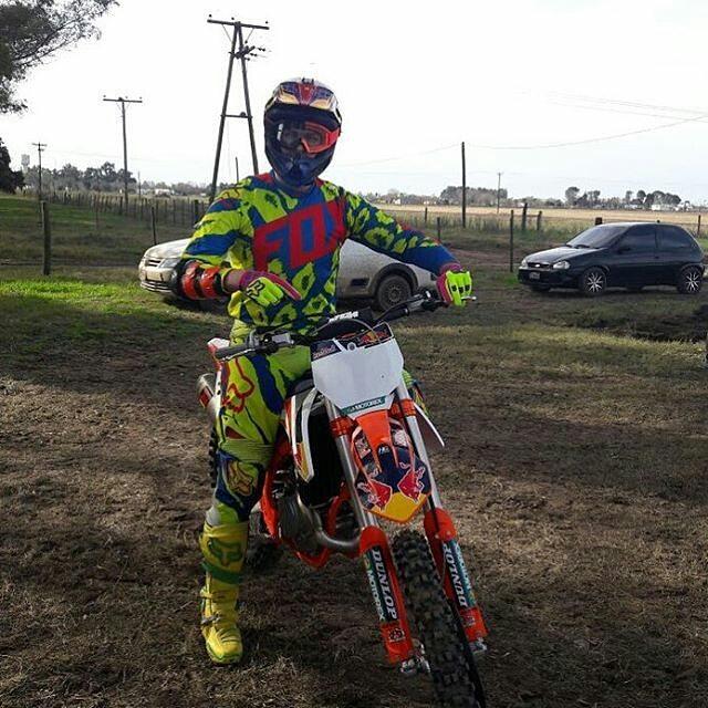 @100motocrossmx -  @agustinpoli198 luego de su lesión sufrida en la primera fecha del Nacional en Colon vuelve nuevamente a subir a su moto! #ridersfox #foxheadargentina