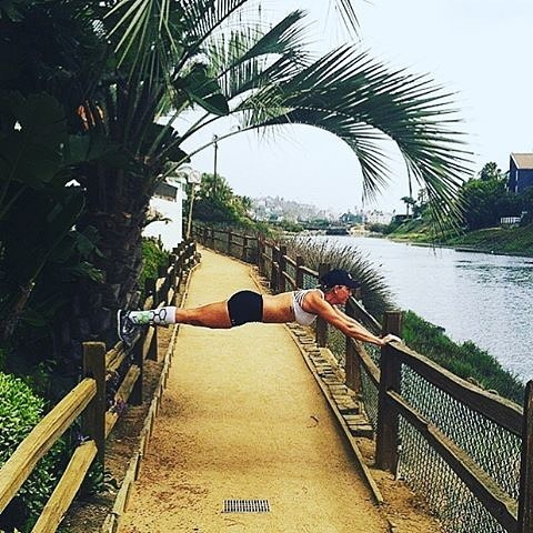 Sometimes you just gotta #plank @dani_gerz #fitness #abworkout #waterview #activewear #trailrunning