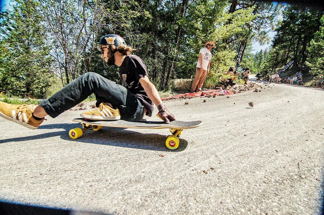 #OrangatangAmbassador @camilocespedes one foot sliding through one of the funnest rights at @giantsheadfreeride  Phoyo: @TheLamin  #yellow #kilmers #longboarding #LoadedBoards #CantellatedTesseract