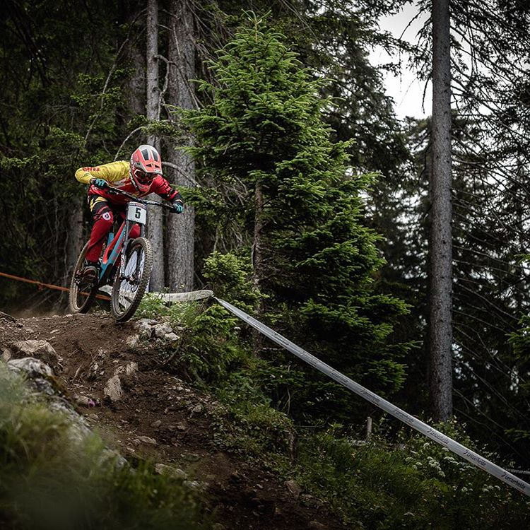 It's nearly GO time in #Lenzerheide...! @lorisvergier looking comfortable on the wild and loose track for yesterdays quali's. Sending speedy vibes for race runs @teamspecializedgravity ! Photo - @davetrumporephoto #SixSixOne #661Protection #ProtectFun