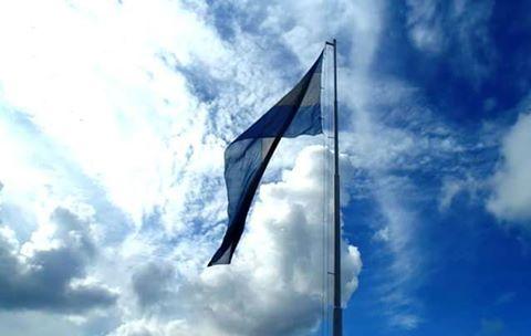 Oh juremos con Gloria a, Vivir. #diafeliz #diadelaindependencia #bandera #flag #argentina #cielo #sky #ph2014 #tigre