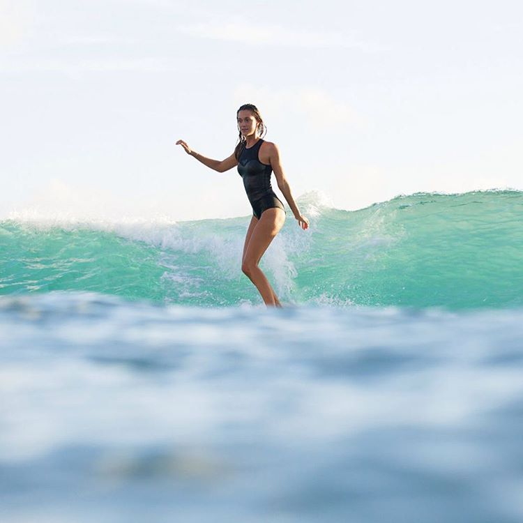 Early morning slides in Waikiki with @monycaeleogram #ROXYsurf